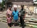 Dandim 0815 Mojokerto Santuni Korban Rumah Roboh di Pralon