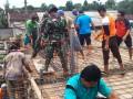 Soliditas TNI Polri Kediri Lewat Karya Bhakti Pengecoran Masjid