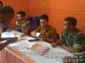 Babinsa Koramil 0815/10 Bangsal Dampingi Petani Mojotamping Terima Kartu Tani