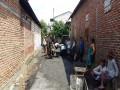 Karyabakti Babinsa, Memperlancar Kegiatan Perekonomian Warga Dalam Perbaikan Jalan