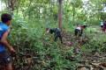 Bangkitkan Semangat Gotong Royong, Babinsa  Koramil 0811/05 Rengel  Karya Bhakti Bersama Warga