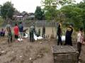 Koramil 0814/10 Mojoagung Membuat Tanggul Darurat