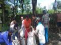 Babinsa Koramil 0814/05 Perak Gerak Cepat Perbaiki Tanggul Jebol