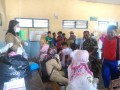 Babinsa Koramil 14/Dlanggu Pantau & Dampingi Layanan Imunisasi Difteri