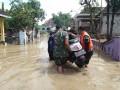 Kali Lamong Meluap, Koramil – Polsek – Tagana & Relawan Turun Ke Lokasi Banjir Dawarblandong