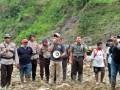 Longsor Tanah Di Kawasan Kelud Menimbun 3 Truk dan 4 Orang Meninggal