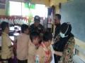 Dukung Kesuksesan ORI Difteri, Koramil 16/Pacet Dampingi Petugas UPT Puskesmas Dalam Layanan Imunisasi