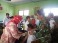 Sukseskan ORI Difteri, Babinsa–Bhabinkamtibmas Dampingi Petugas UPT Puskesmas Dalam Layanan Imunisasi