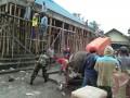 Kebersamaan TNI Dan Warga Dalam Gotong Royong Bangun Masjid