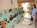 Anggota Persit KCK Cabang XXX Kodim 0815 Mojokerto   Ikuti Deteksi Kanker Serviks Melalui Test IVA