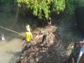 Satgas TMMD Jombang Lakukan Aksi Gotong Royong Di Sungai