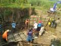 Dandim 0815 Tinjau Lokasi Karya Bakti Saluran Irigasi Pertanian Di Trowulan