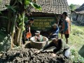 Tingkatkan Kemanunggalan TNI-Rakyat, Koramil 05 Kembangbahu Lancarkan Program Jambanisasi