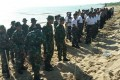 Peduli Kelestarian Lingkungan Pesisir Laut, TNI Bersama Elemen Masyarakat  Lakukan Tanam Pohon Cemara