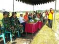 Danramil 0815/05 Gedeg Dampingi Kapuslitbangtan Panen Perdana Teknologi Sistem Singgang