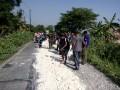 Sinergitas TNI-Polri Bersama Masyarakat dalam  pengerasan jalan