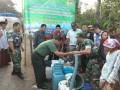 Bersama PT MBI Kodim 0815 Mojokerto Distribusikan Bantuan Air Bersih Untuk Warga Kunjorowesi