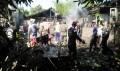TNI Koramil Kanor Dan Petugas  Damkar Padamkan Kebakaran Rumah