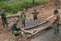 Satgas TMMD Bangun Jembatan Darurat Di Jalan Tembus Jembul – Rejosari