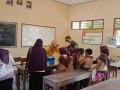 Babinsa 0811/19 Montong Kawal Pelaksanaan Vaksin Difteri