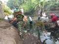 TNI-Polri-Pemda-Komponen Masyarakat Puri Lakukan Aksi Bersih Kali