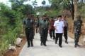 Di Desa Blimbing Kecamatan Mojo Kediri, Aspers KSAD dan Danrem 082/ CPYJ Sapa warga di Lokasi TMMD