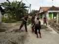 TNI-Rakyat Membaur Dalam Karya bhakti Renovasi Mushola