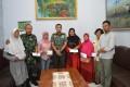 Dandim 0815 Mojokerto Distribusikan Bantuan Watzah Bagi 7 Ahli Waris