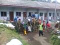 Koramil 0815/12 Ngoro Karya Bakti Bersama Warga Jasem Perbaiki Tanggul Ambrol