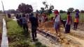 Kompak….TNI dan masyarakat Gotong royong dalam pembangunan di Pra TMMD Kodim 0812 Lamongan