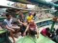 Melihat Lebih Dekat, Babinsa Jalin Komsos Dengan Nelayan