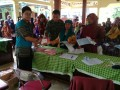 Babinsa Koramil 0815/08 Dawarblandong Kawal Distribusi KKS BPNT