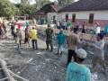 Bersama Warga Desa Pejok, Anggota Koramil Kepohbaru Karya Bakti Peduli Lingkungan